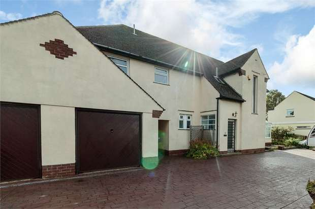 4 Bedrooms Detached House for sale in Claremont Avenue, Clitheroe, Lancashire