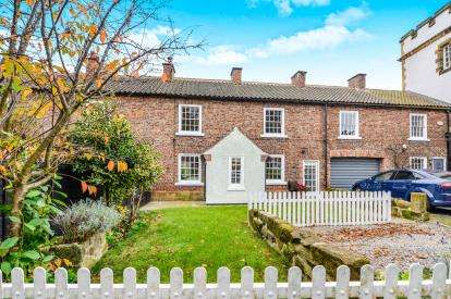 3 Bedrooms Terraced House for sale in East Side, Hutton Rudby, Yarm, North Yorkshire
