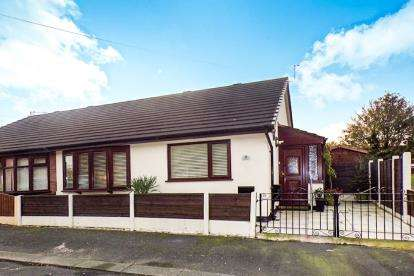 2 Bedrooms Bungalow for sale in Renshaw Avenue, Eccles, Manchester, Greater Manchester