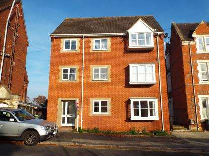 2 Bedrooms Flat for sale in Henwick Road, St Johns, Worcester, Worcestershire
