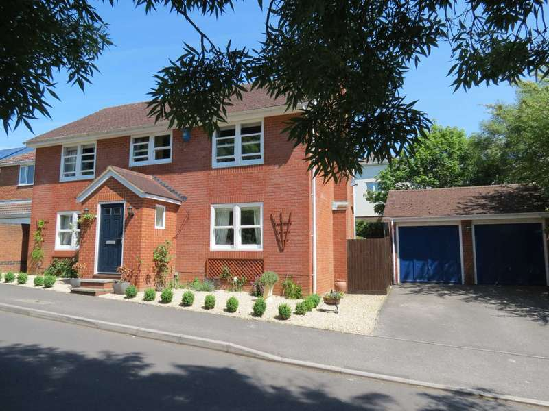 4 Bedrooms Detached House for sale in Macneice Drive, Marlborough