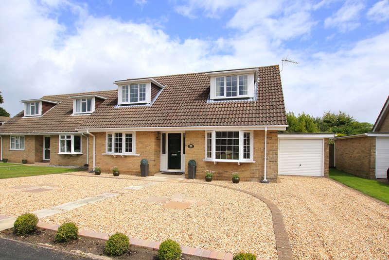 3 Bedrooms Chalet House for sale in Little Dene Copse, Pennington, Lymington, Hampshire