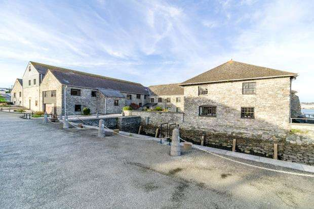 3 Bedrooms Flat for sale in Carew Wharf, Marine Drive, Torpoint, Cornwall