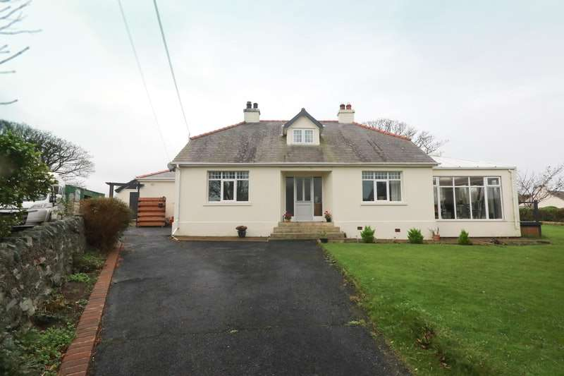 3 Bedrooms Bungalow for sale in Llanfechell, Llanfechell, Anglesey, LL68