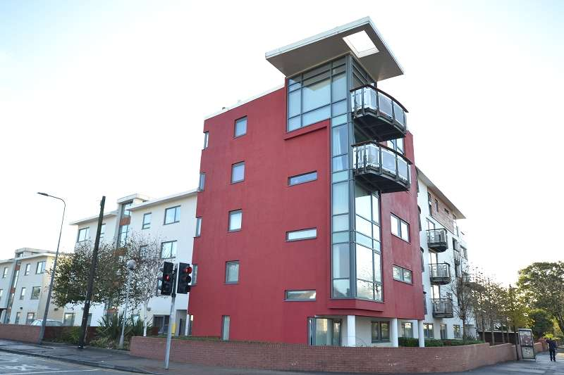 2 Bedrooms Penthouse Flat for sale in The Monico Pantbach Road, Rhiwbina, Cardiff. CF14 1UU