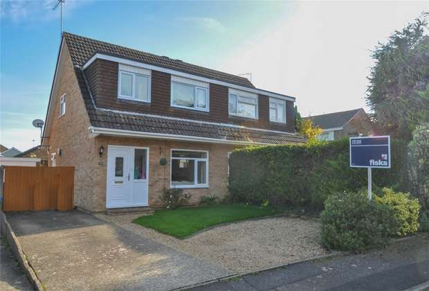 3 Bedrooms Semi Detached House for sale in Cockerell Close, Merley, Dorset
