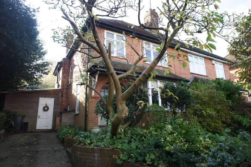 3 Bedrooms Semi Detached House for sale in Oakley Road, Caversham Heights