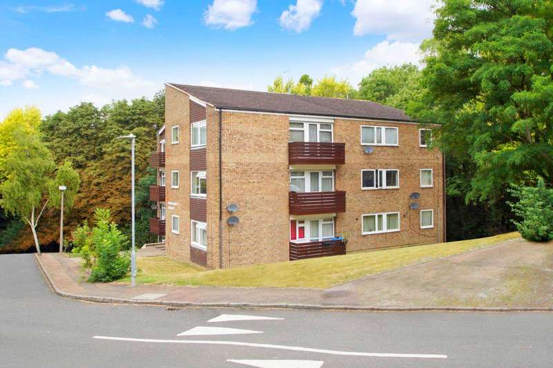 2 Bedrooms Apartment Flat for sale in Fern Drive, Hemel Hempstead, Herts