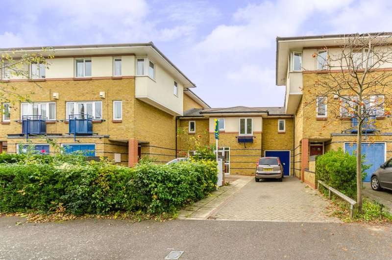 4 Bedrooms House for sale in Castleview Close, Finsbury Park, N4