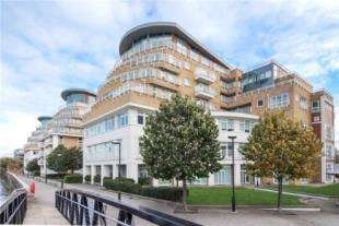 2 Bedrooms Flat for sale in Lombard Road, Battersea, London