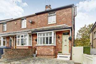 3 Bedrooms End Of Terrace House for sale in Croydon Road, Caterham, Surrey
