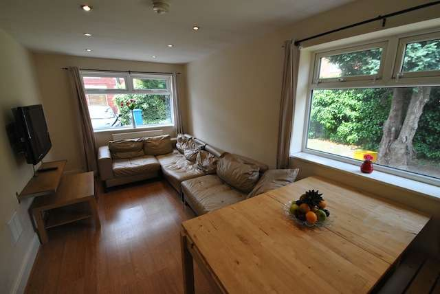 6 Bedrooms Semi Detached House for rent in Edgeworth Drive, Fallowfield, Manchester, M14 6RS
