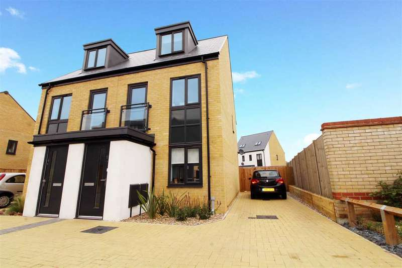 3 Bedrooms Semi Detached House for sale in Elvedon Close, Ravenswood