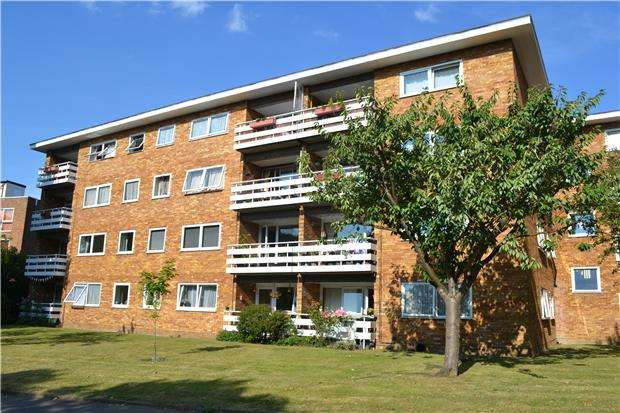 2 Bedrooms Flat for sale in Birch Court, WALLINGTON, Surrey, SM6 8BJ