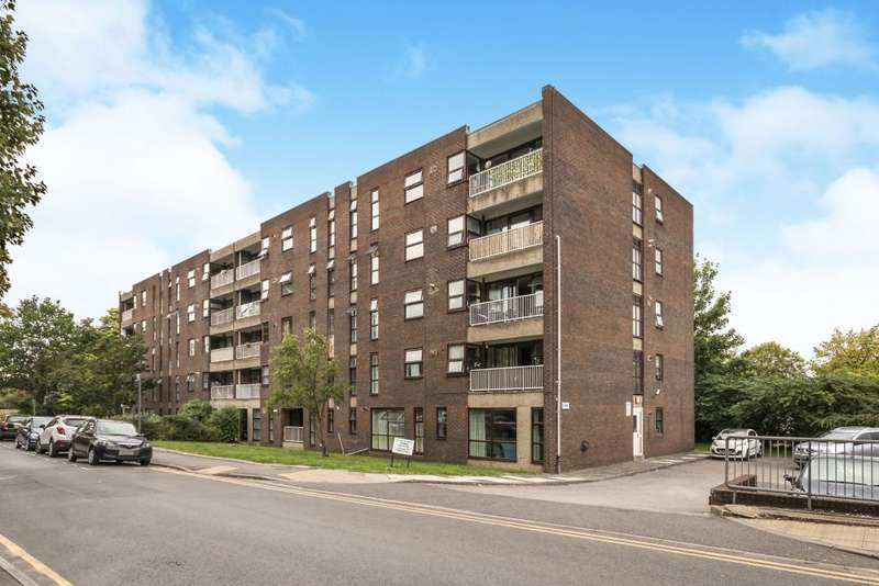 2 Bedrooms Flat for sale in Wellington Court, 36 Glenbuck Road, Surbiton, KT6 6BL