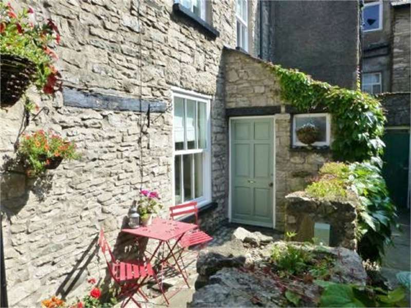 2 Bedrooms Cottage House for sale in LA9 5AD No 1, Yard 26, Kirkland, Kendal, Cumbria