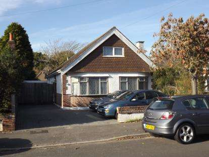 2 Bedrooms Bungalow for sale in Suffolk Avenue, Dorset