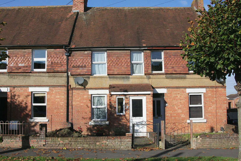 2 Bedrooms Terraced House for sale in Forest Road, Melksham