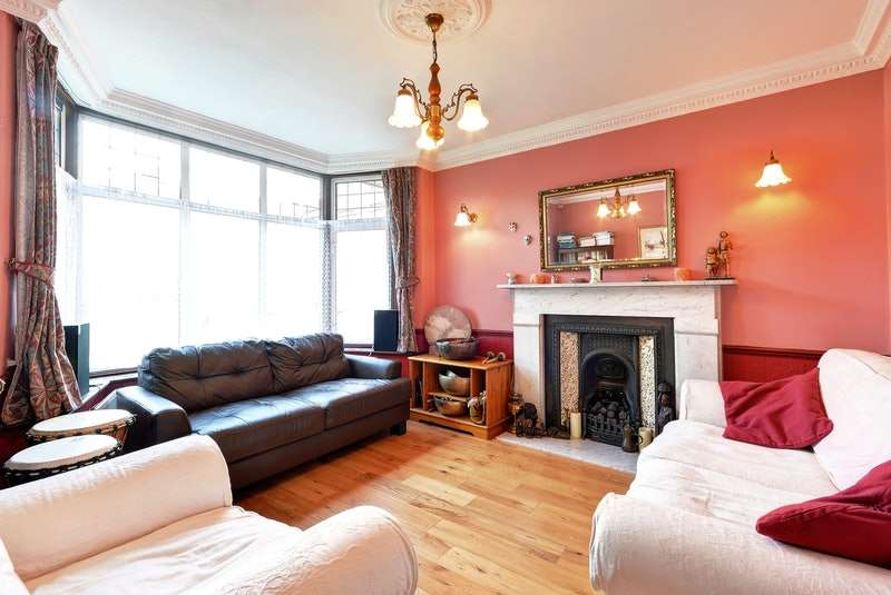 5 Bedrooms Detached House for sale in Netherby Gardens, ENFIELD, Middlesex, EN2
