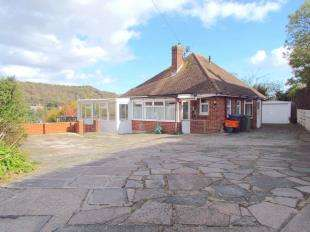 2 Bedrooms Bungalow for sale in Meadway, River, Dover, Kent