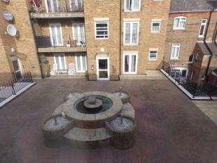 2 Bedrooms Flat for sale in Dormans Yard, Victoria Road, Ramsgate, Kent