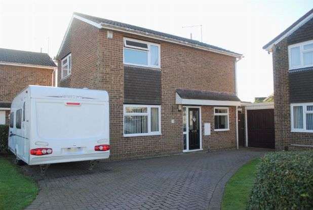 3 Bedrooms Detached House for sale in Obelisk Rise, Kingsthorpe, Northampton NN2 8QU