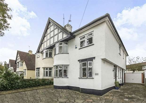 5 Bedrooms Semi Detached House for sale in Southborough Lane, Bromley, Kent