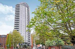 Flat for sale in Altyre Road, Croydon