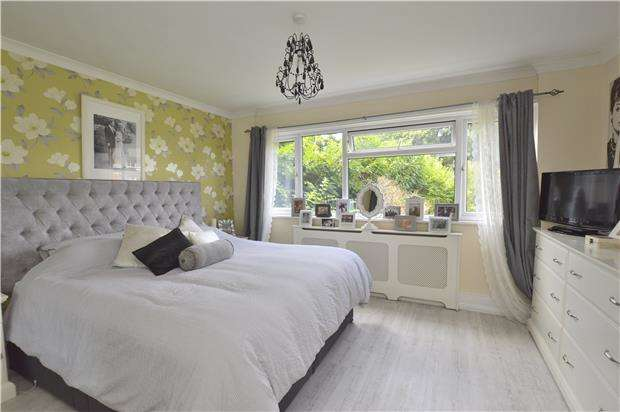 2 Bedrooms Flat for sale in Hurst View Grange, 149 Pampisford Road, SOUTH CROYDON, Surrey, CR2 6DL