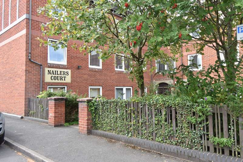 2 Bedrooms Apartment Flat for sale in Ednall Lane, Bromsgrove, B60