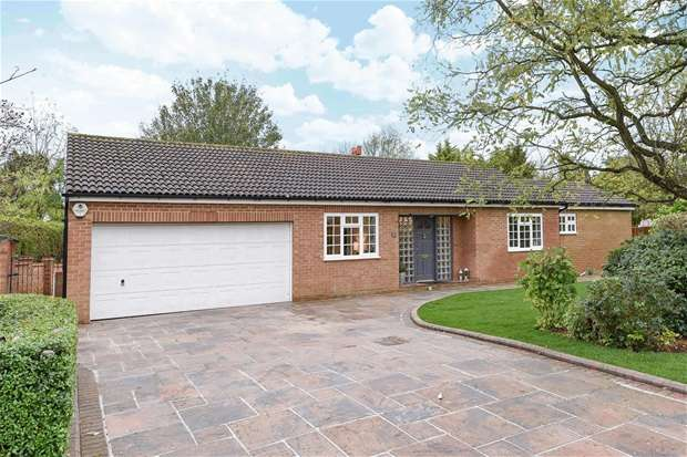 4 Bedrooms Detached Bungalow for sale in Vicarage Green, Thurleigh