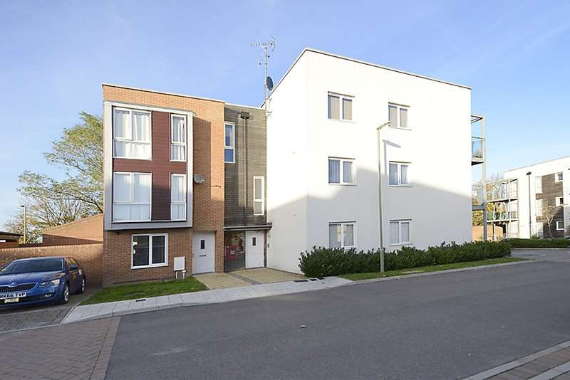 2 Bedrooms Flat for sale in Wylie Gardens, Basingstoke, Hampshire, RG24