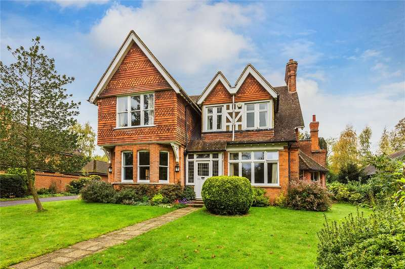 5 Bedrooms Detached House for sale in The Avenue, South Nutfield, Surrey, RH1
