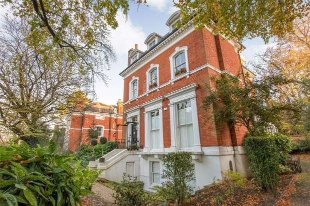 2 Bedrooms Flat for sale in 2 Crescent Wood Road, London