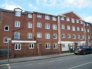 2 Bedrooms Flat for sale in Bourne Court, 91-103 Croydon Road, Caterham, Surrey