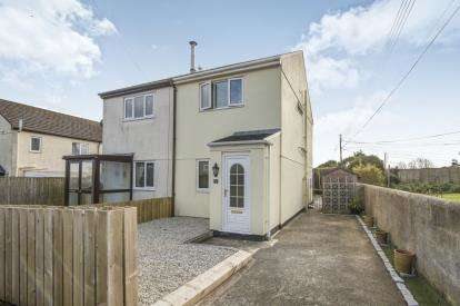 2 Bedrooms Semi Detached House for sale in Lodenek Avenue, Padstow