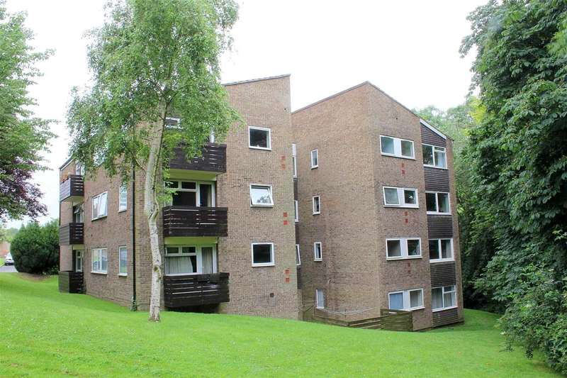2 Bedrooms Apartment Flat for sale in TWO BEDROOM TOP FLOOR apartment with BALCONY GARAGE and LONG LEASE IN Oakcroft court, Fern Drive, HP3