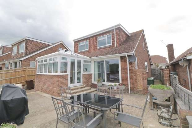 4 Bedrooms Bungalow for sale in Tovey Close, Eastbourne, BN21