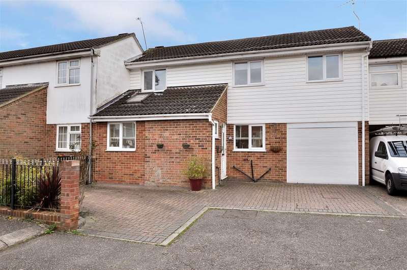 3 Bedrooms Terraced House for sale in Saddle Rise, Chelmsford
