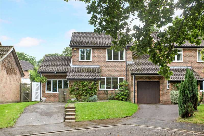 3 Bedrooms Semi Detached House for sale in Hillside Way, Godalming, Surrey, GU7