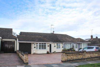4 Bedrooms Bungalow for sale in Leigh-On-Sea, Essex