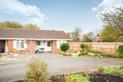 2 Bedrooms Bungalow for sale in Belsay, Toothill, Swindon, Wiltshire