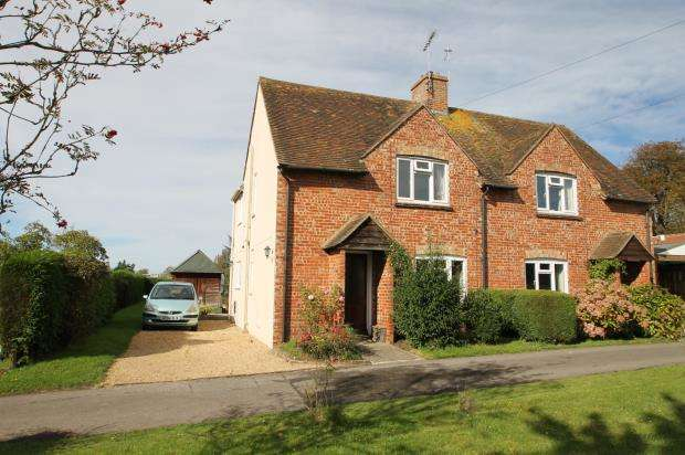 3 Bedrooms Semi Detached House for sale in Petworth, West Sussex