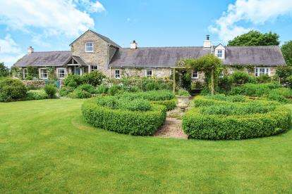4 Bedrooms Barn Conversion Character Property for sale in Talwrn, Anglesey, Sir Ynys Mon, North Wales, LL77