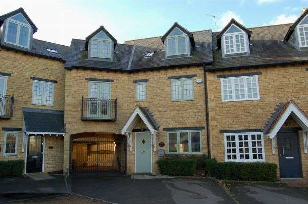 4 Bedrooms Mews House for sale in Church Mews, Moulton, Northampton NN3 7SE