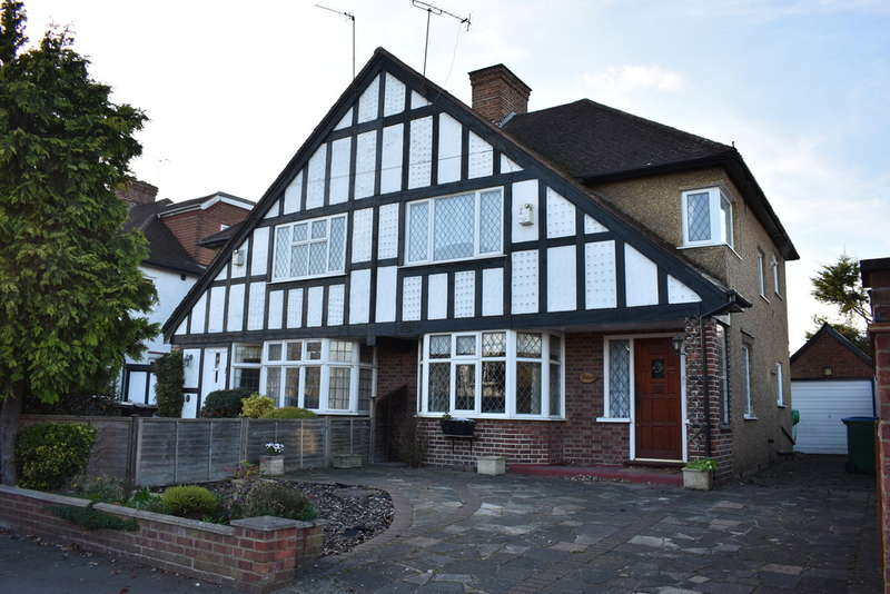 3 Bedrooms Semi Detached House for sale in Tudor Avenue, North Watford