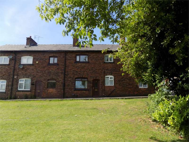 2 Bedrooms Terraced House for sale in Bowling Green Row, Atherton, Manchester, M46
