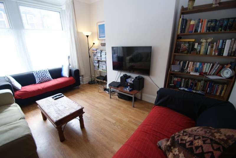 6 Bedrooms Terraced House for rent in Winston Gardens, Headingley, Leeds