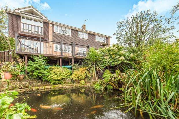 5 Bedrooms Detached House for sale in Wrecclesham, Farnham, Surrey