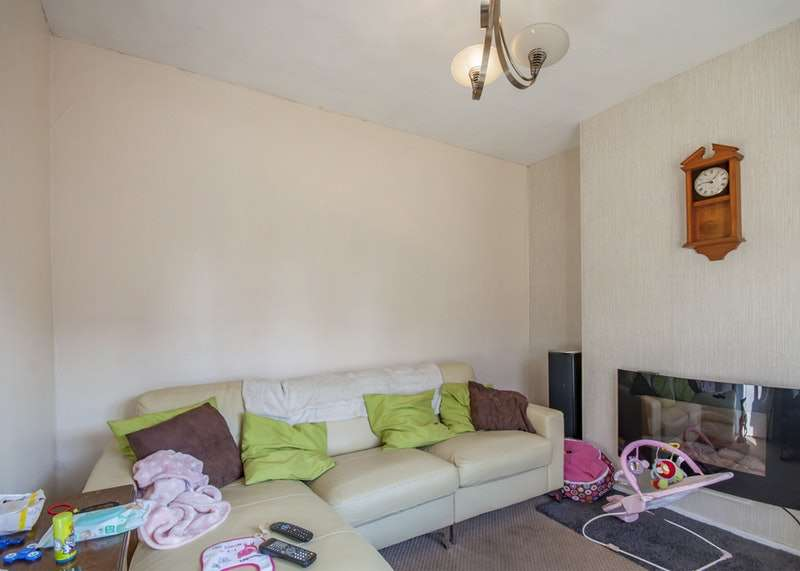 3 Bedrooms Semi Detached House for sale in Martyn Avenue, Sutton-in-Ashfield, Nottinghamshire, NG17